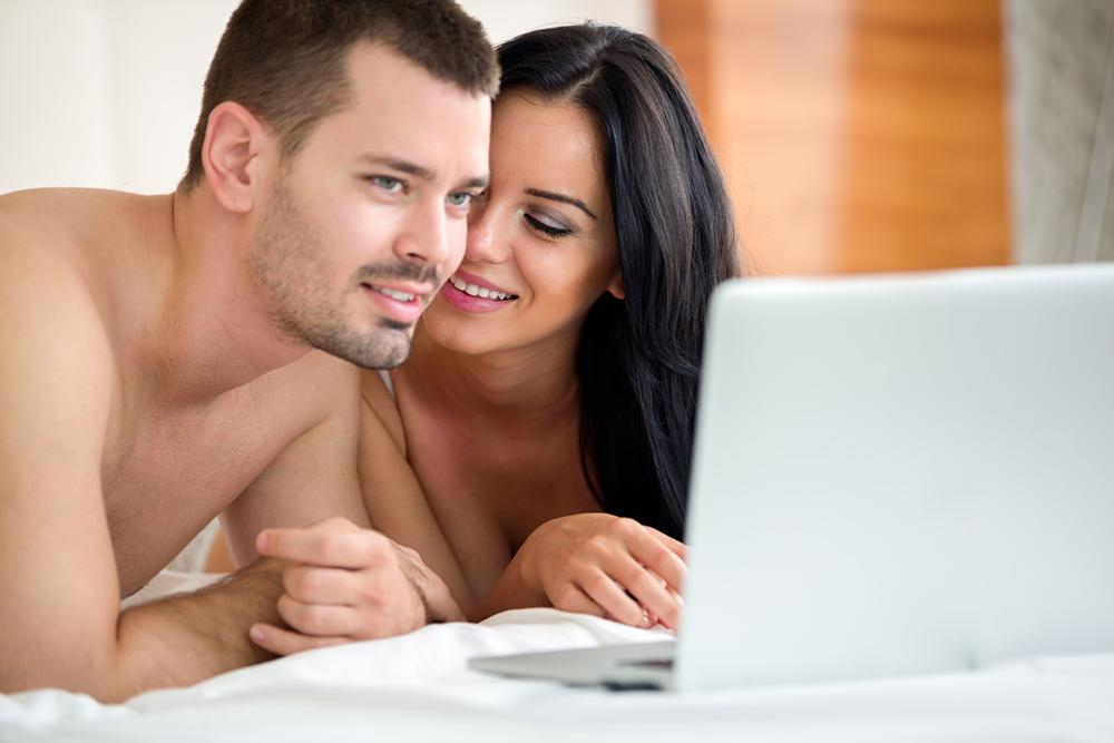 Regarder un film porno en couple