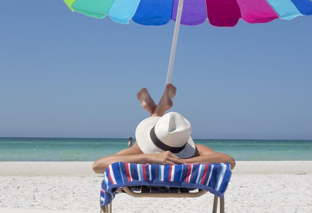 Plage chapeau et parasol