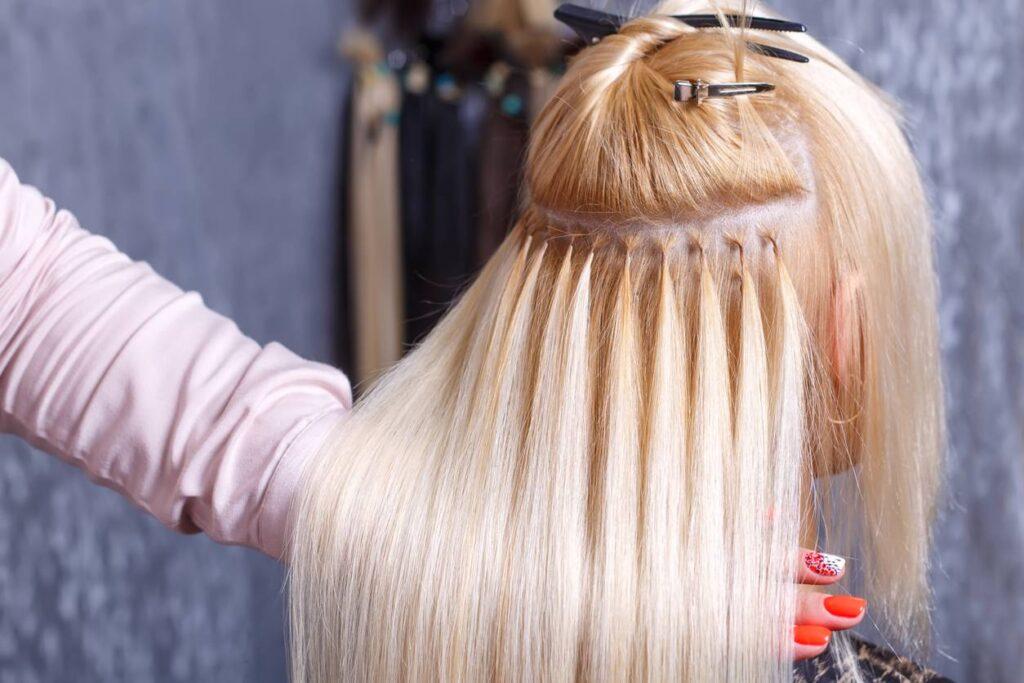 Comment choisir sa coiffure pour aller en soirée