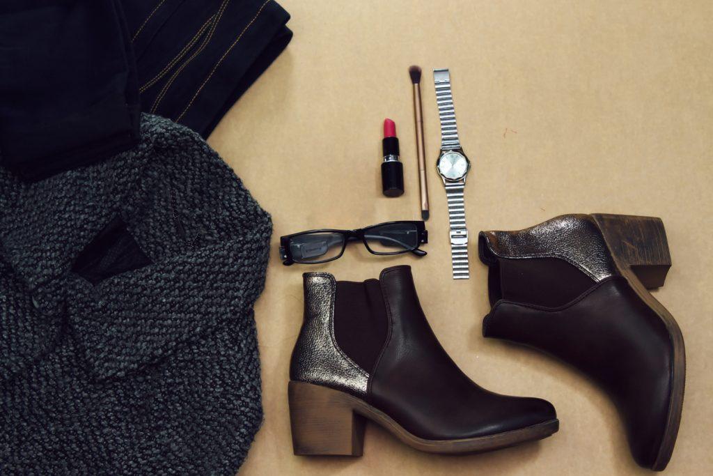 Comment porter des bottines pour un look féminin